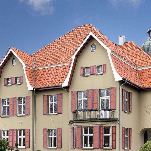 Villa mit Flachdachziegel J13v naturrot