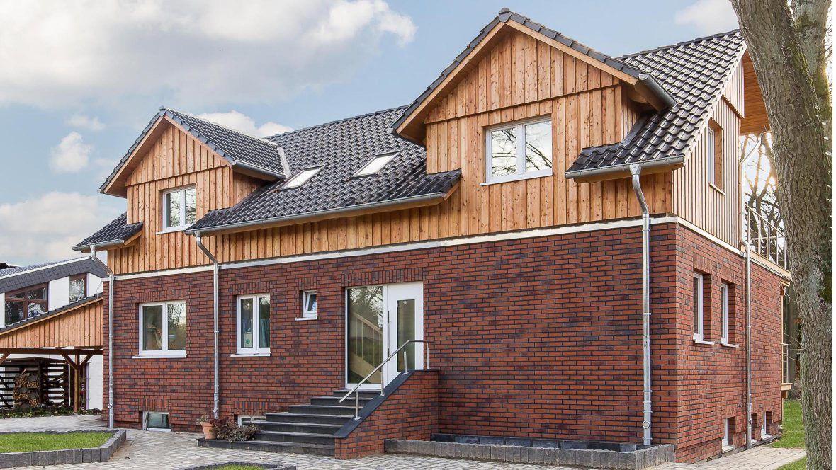 Modernes Einfamilienhaus mit Klinker & Hohlfalzziegel Z5