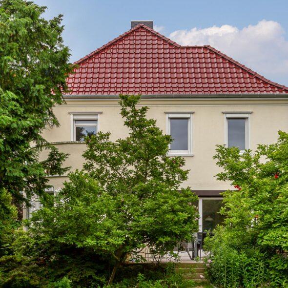 Hus med flad falstagsten J13v i Ædelkobber