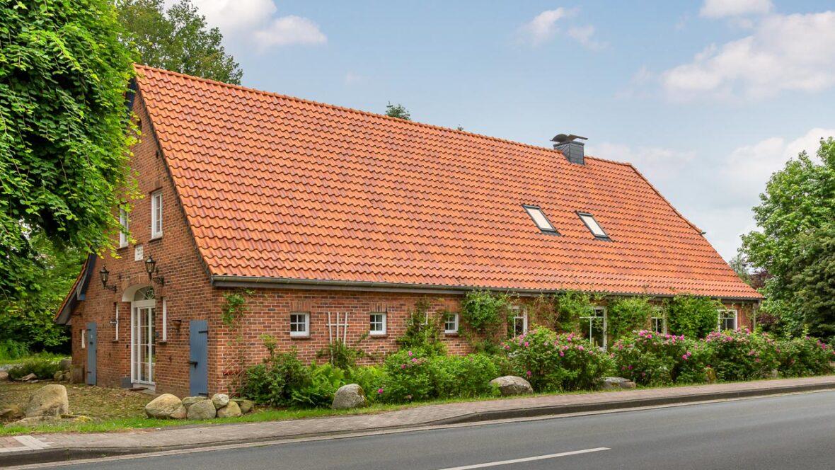 Klinkerhaus mit Hohlfalzziegel Z5 in friesisch bunt Salzbrand