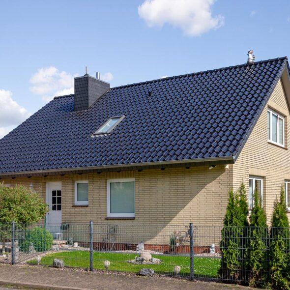 Klinkerhaus mit Hohlfalzziegel Z5 in vulkanschwarz